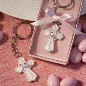 Cadeaux invites communion original porte cle