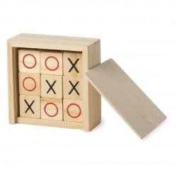 Jeu de morpion dans une boîte en bois