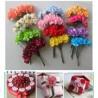 Fleurs en papier et broches